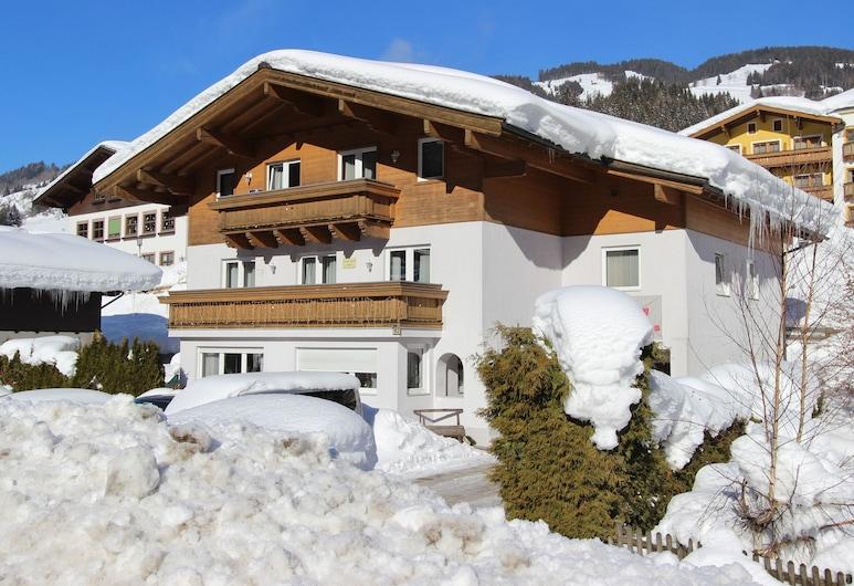 Cozy Apartment With Sauna Near the ski Lift in the Salzburg Region, 维埃赫芬, 酒店外部