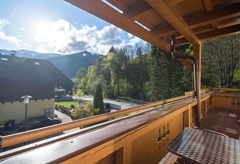 Charming Apartment Near Ski Area in Zell am See, Zell am See, Apartment, Balcony