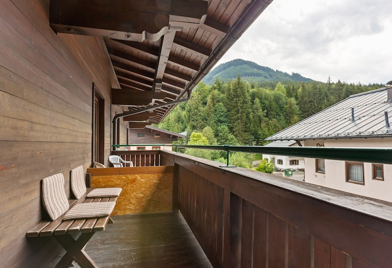 Charming Apartment in Saalbach-hinterglemm With Parking, Saalbach-Hinterglemm, Balcón