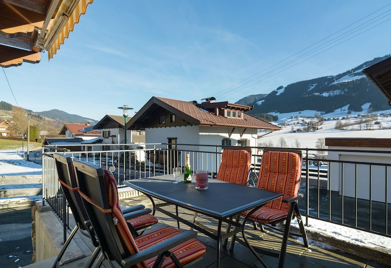 Luxurious Holiday Home in Tyrol Austria With Terrace, Brixen im Thale, Casa, Balcone