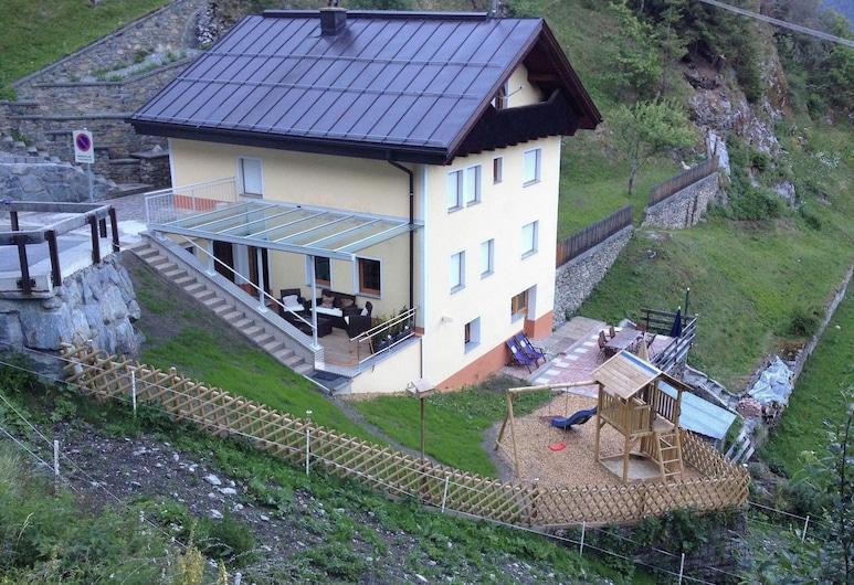 Modern Holiday Home in Kappl wth Terrace, Kappl