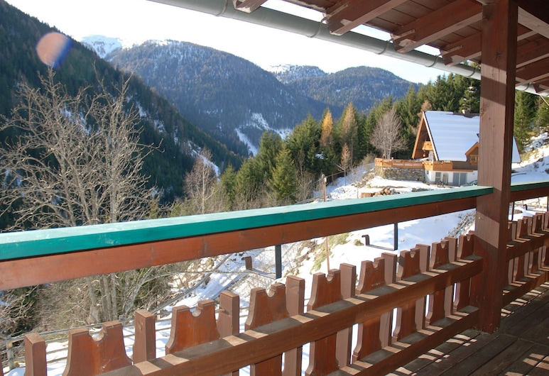 Beautiful and Very Luxurious Chalet in Walking and Skiing Area Innerkrems, With Sauna and Hottub, Krems in Kärnten, Altan
