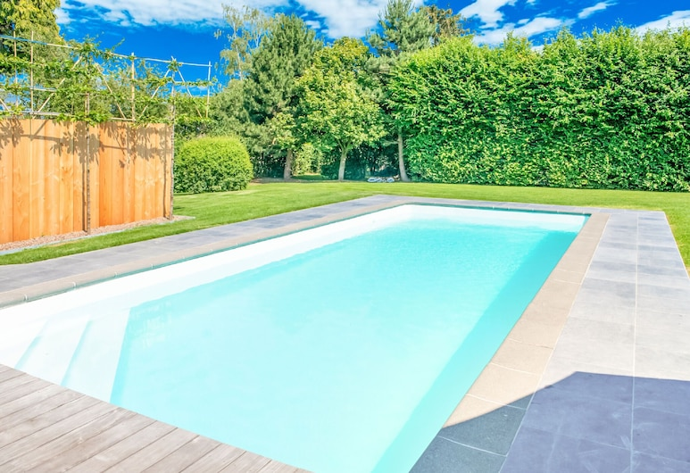 Stunning Chalet in Goé With Swimming Pool, Sauna, Terrace, Limbourg, Piscina
