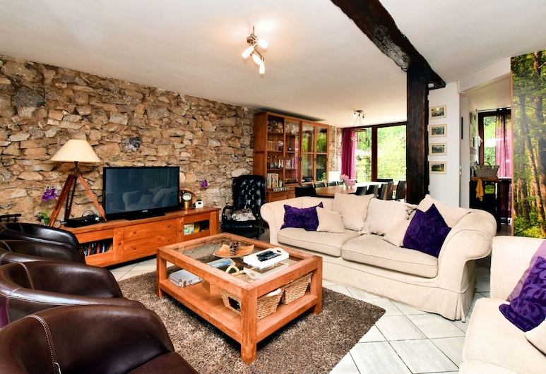 Rustic Holiday Home With Sauna, Terrace and Garden, Comblain-au-Pont, Stue