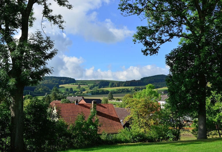 Holidays in the Sauerland Region - Apartment in a Unique Location With use of the Garden, Willingen (Upland), Zahrada
