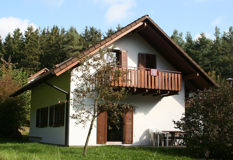 Comfortable Holiday Home on a Reservoir in Hessen With Balcony and Garden, Kirchheim (Hessen)