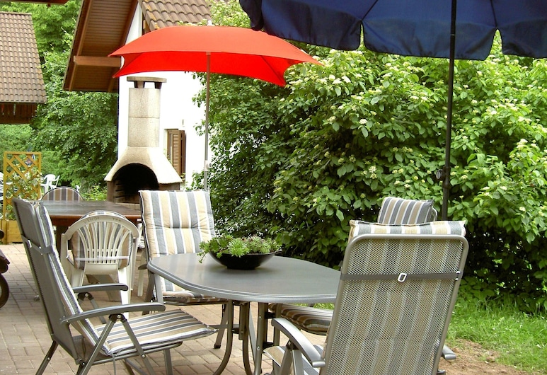 Comfortable Holiday Home on a Reservoir in Hessen With Balcony and Garden, Kirchheim (Hessen), Hus, Balkong