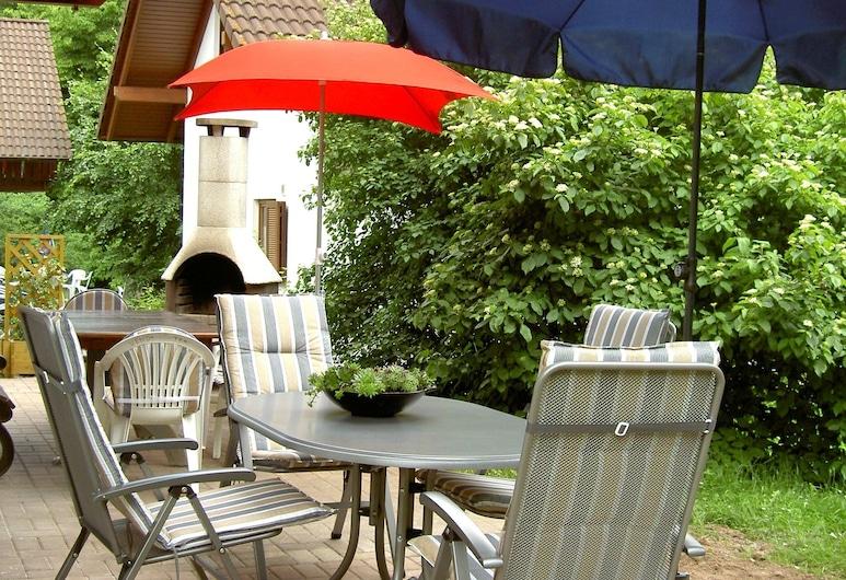 Comfortable Holiday Home on a Reservoir in Hessen With Balcony and Garden, Kirchheim (Hessen), Casa, Balcone