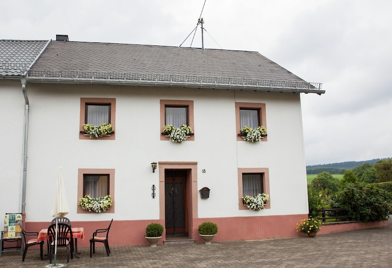 Enjoy a Holiday on the Farm in a Quiet Area, Sellerich
