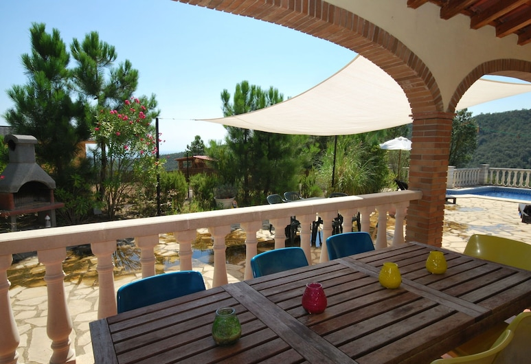 Modern Villa in Lloret de Mar With Private Pool, Lloret de Mar, Villa, Balcony