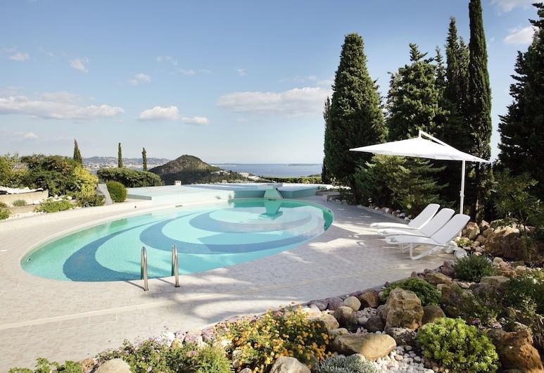 Hilltop Villa in Mandelieu-la-napoule With Sauna & Pool, Mandelieu-La-Napoule, Pool