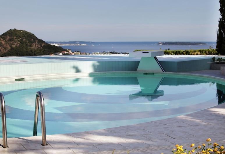 Hilltop Villa in Mandelieu-la-napoule With Sauna & Pool, Mandelieu-La-Napoule