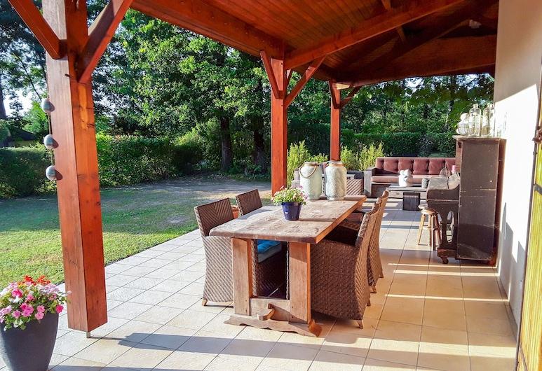 Alluring Villa in Écuras With Fenced Garden, 埃屈拉, 別墅, 陽台