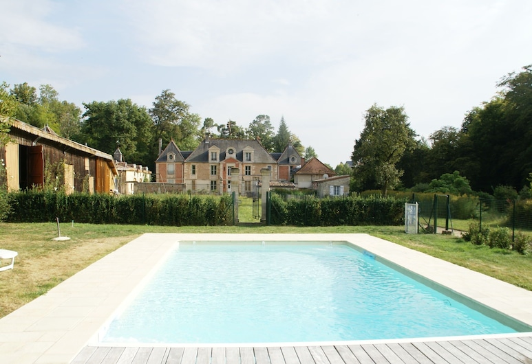 Holiday Home With Swimming Pool on the Estate of a Noble Castle Near Nettancourt, Nettancourt, 游泳池