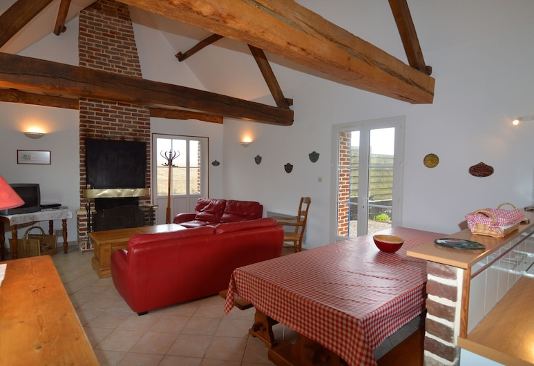 Lovely Holiday Home in Mouriez With Jacuzzi, Mouriez, Living Room