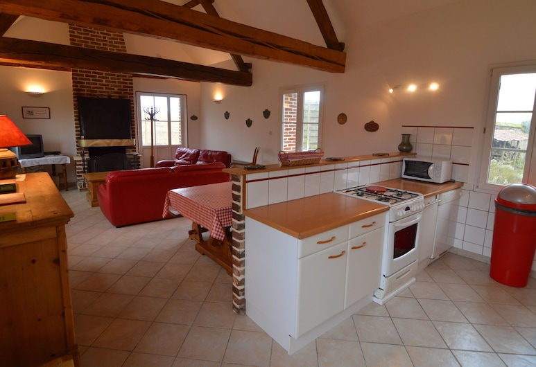 Lovely Holiday Home With Jacuzzi in Mouriez North France, Mouriez, בית, סלון