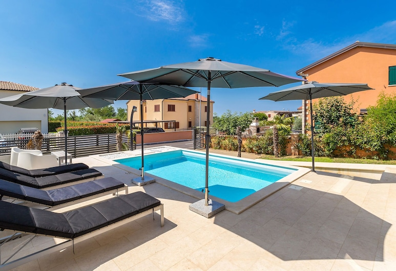 Wonderful Villa With Private Swimming Pool and Great Terrace !, Kastelir-Labinci, Pool