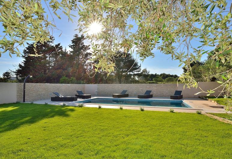 Lovely Villa in Vir With Swimming Pool, Vir