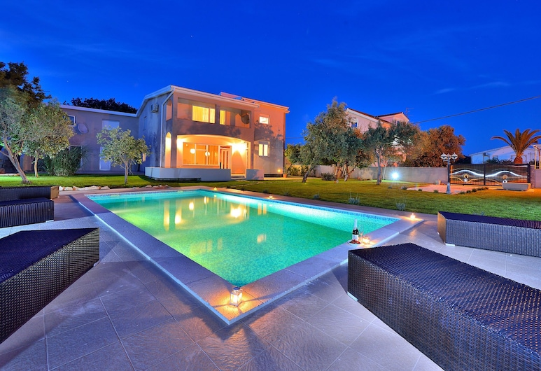 Lovely Villa in Vir With Swimming Pool, Vir, Exterior