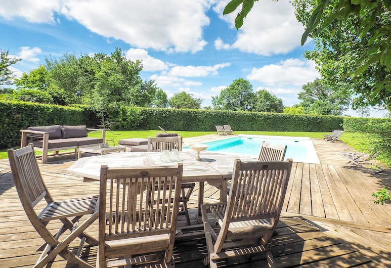 Attractive Holiday Home With Private Swimming Pool and Pool House in the Vendee, Saint-Laurent-de-la-Salle, Kuća, Balkon