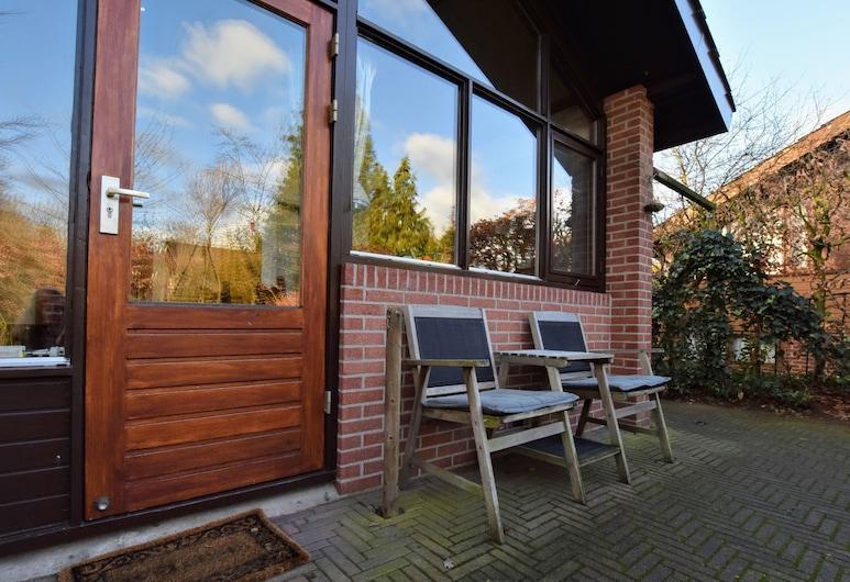 Wooden Holiday Home With Private Terrace & Garden in Aalten, Aalten, Rumah, Balkon