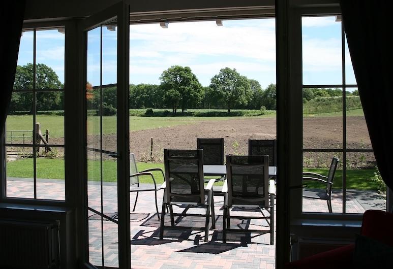 Exotic Farmhouse at Overijssel With a Trampoline, Rijssen, Svalir