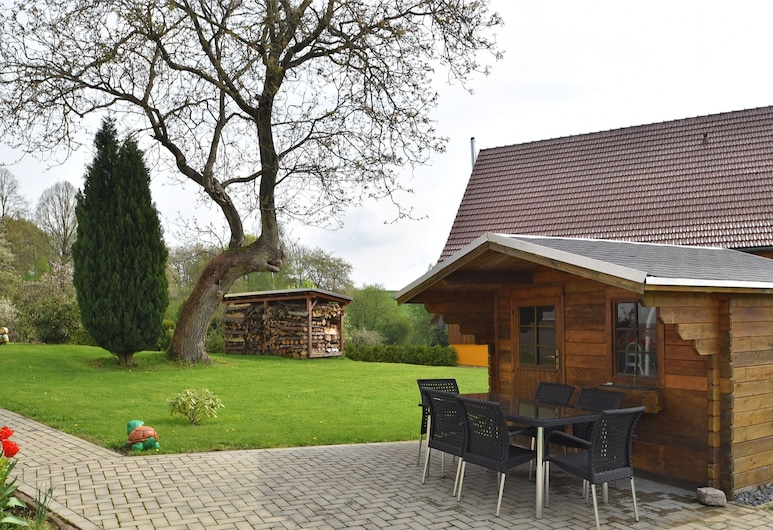 Large Holiday Home - two Living Areas, Quiet Location, big Garden, Grilling Area, Sebnitz, Garden