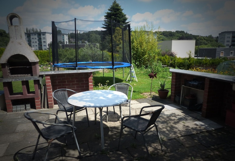 Cozy Apartment With Private Swimming Pool in Wuppertal, וופרטל, מרפסת