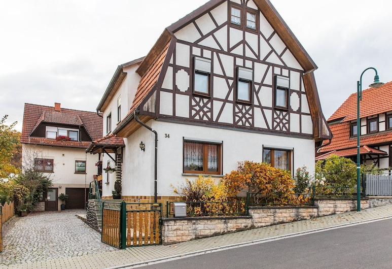 Holiday Home in Thuringia With Private Terrace, use of a Garden and Pool, רומהילד