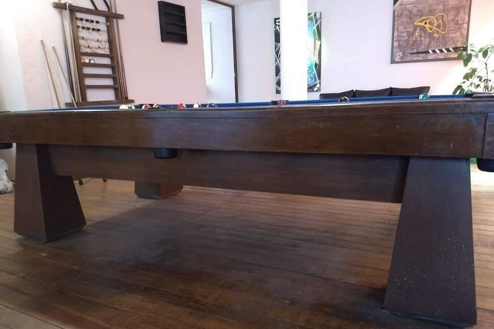 Beautiful Loft With Pool Table in Toluca Very Close to all the Squares !!!