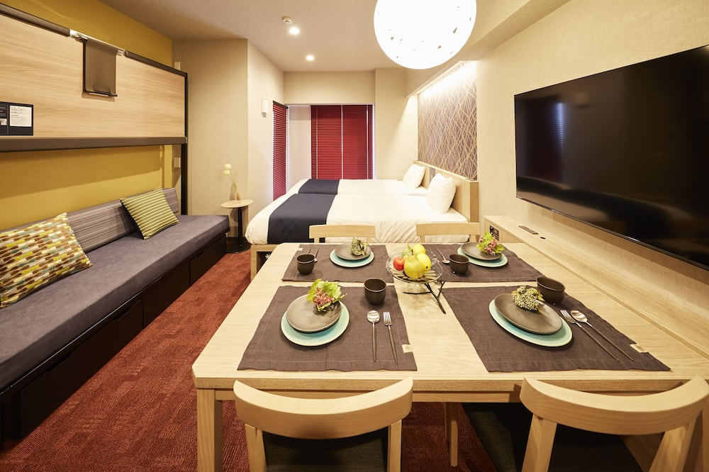 Superior Family Room - In-Room Dining