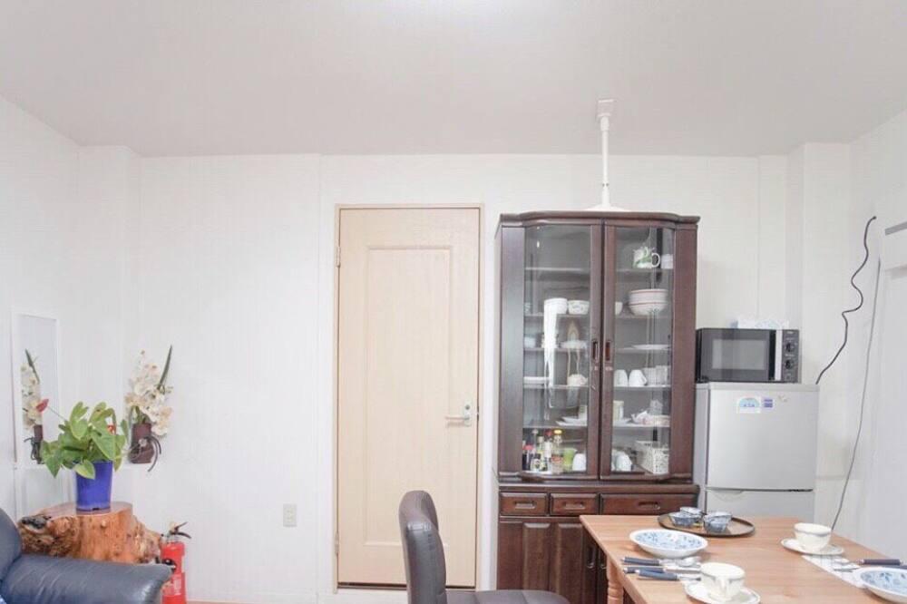 Pokoj, 4 ložnice - Obývací prostor