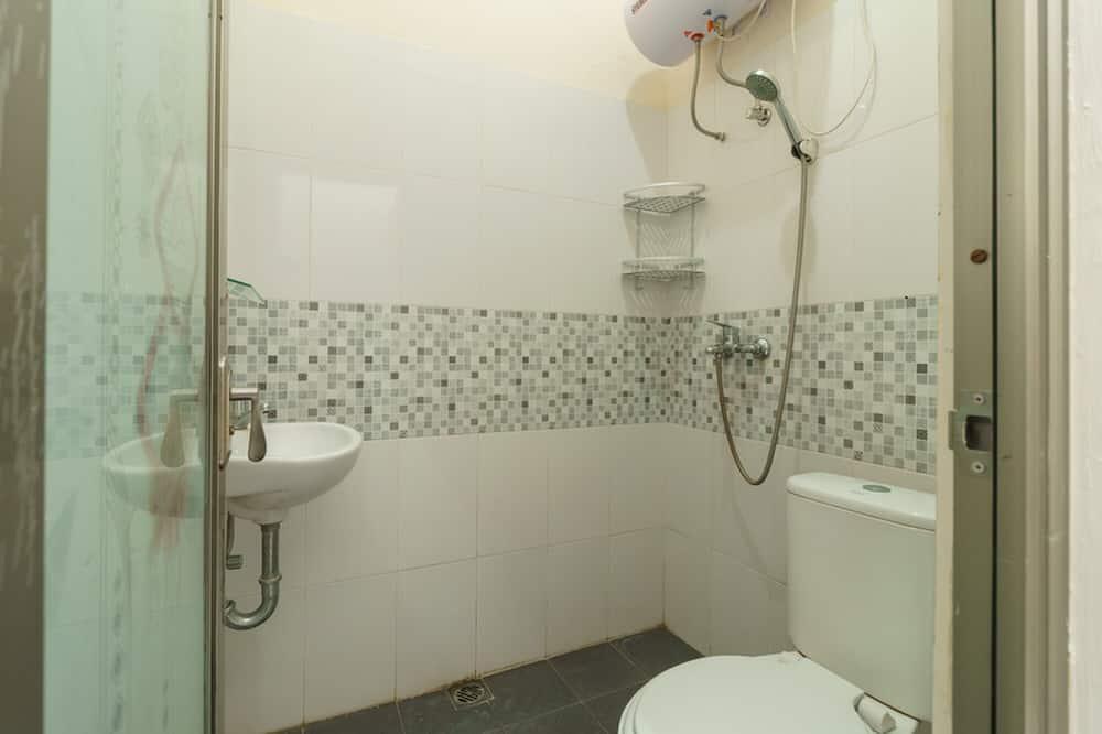 Zweibettzimmer (RedDoorz) - Badezimmer