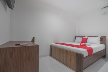 Picture of RedDoorz near Living Plaza Balikpapan in Balikpapan