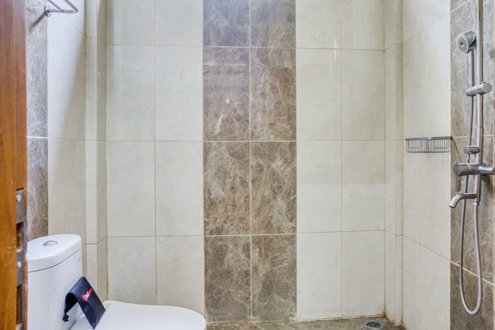 ダブルルーム (RedDoorz) - バスルーム