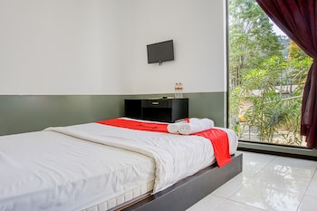 Enter your dates for our Batu last minute prices