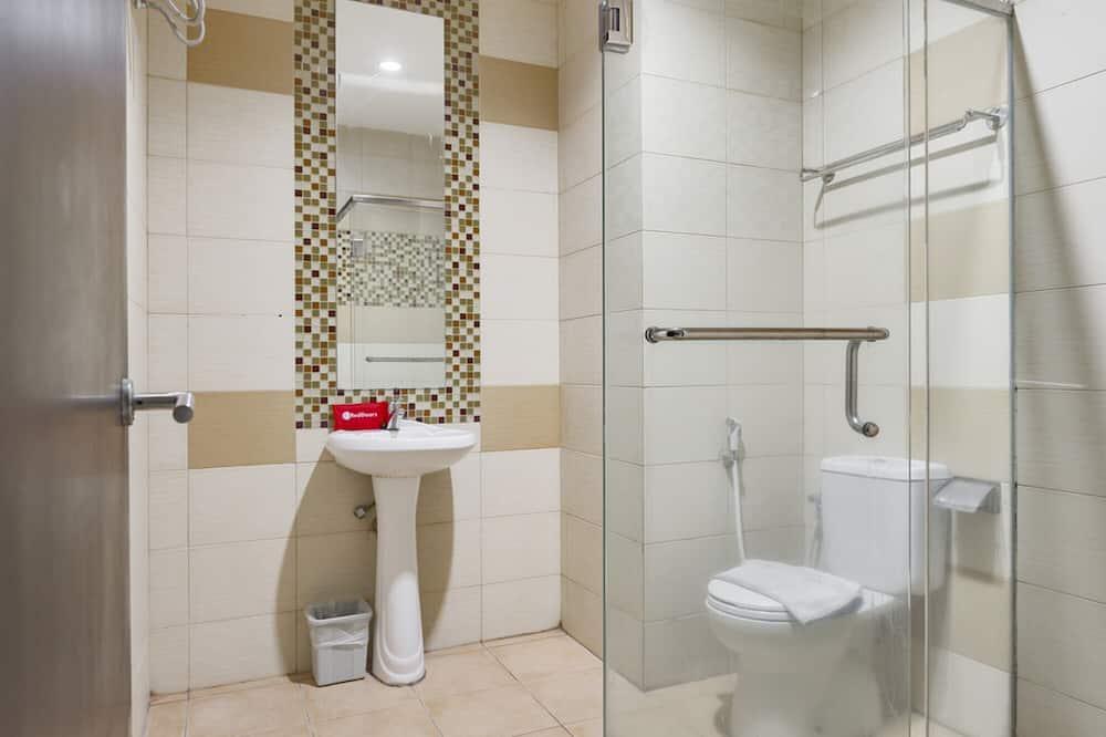 Семейный номер (RedDoorz) - Ванная комната
