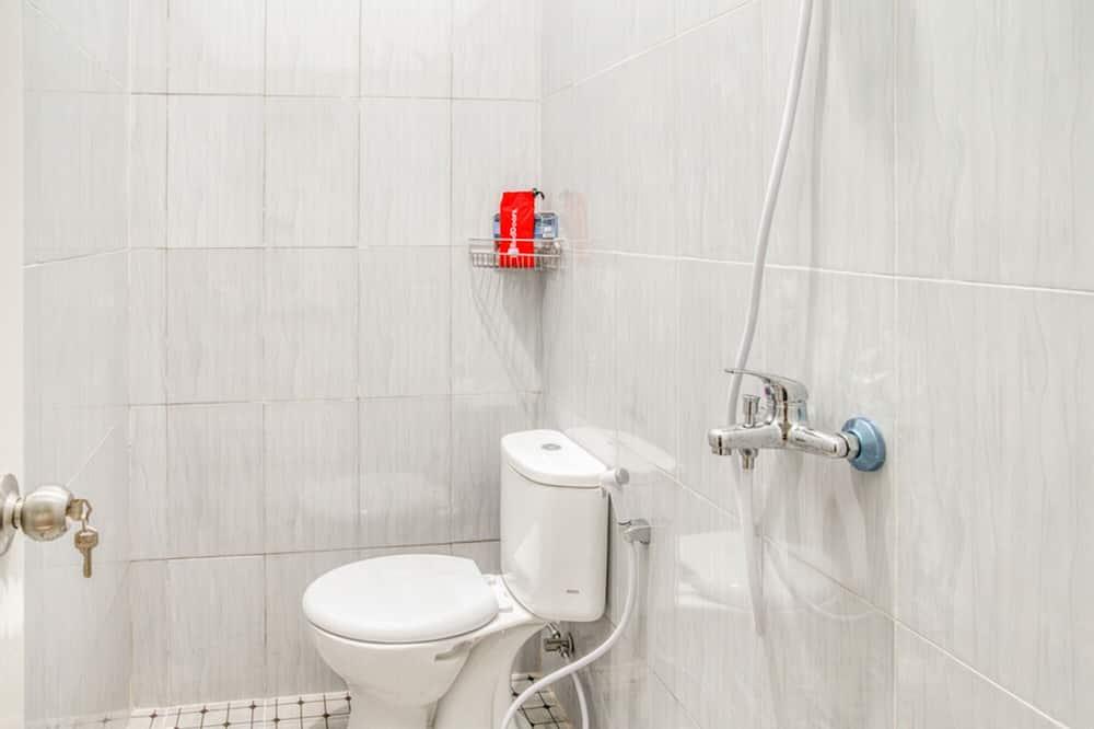 Double Room (RedDoorz) - Bathroom