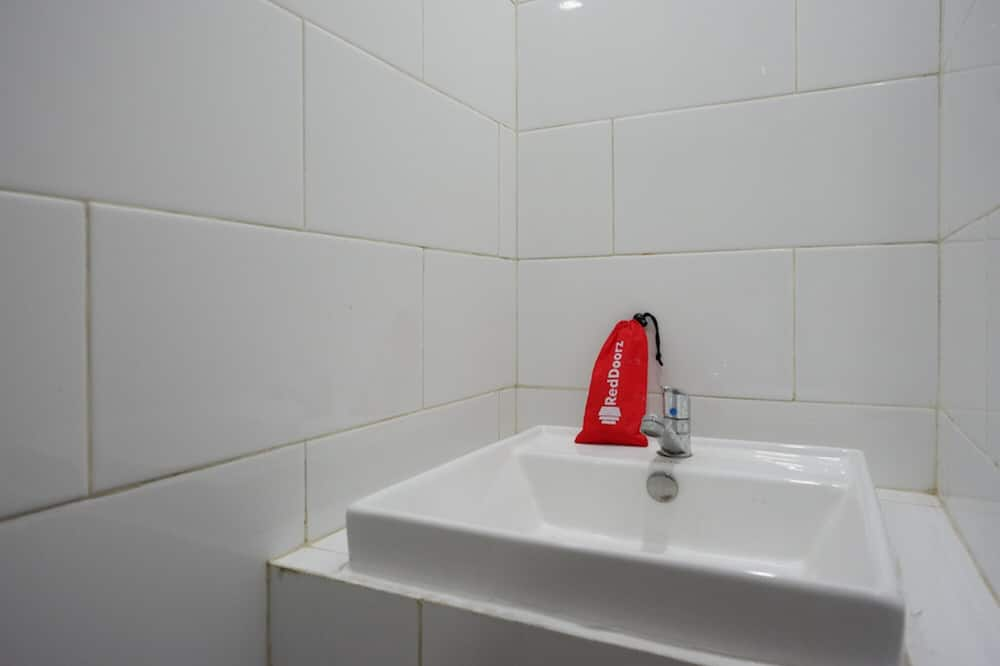 Chambre Familiale (RedDoorz) - Salle de bain