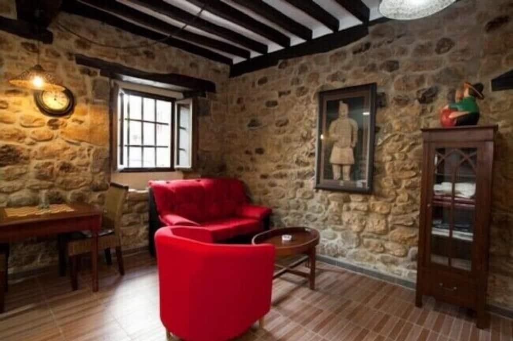 Apartment, 2 Bedrooms (Bajo Derecha) - Living Area