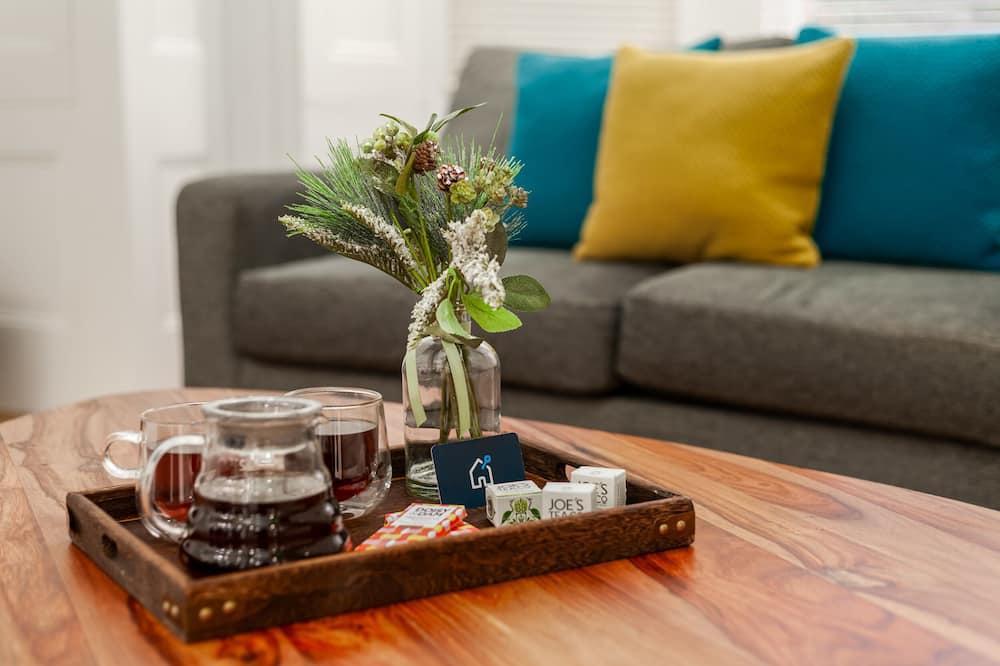 City Apartment (0 Bedroom) - Living Room