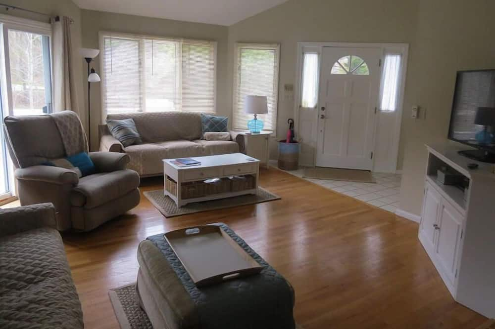 House, Multiple Beds, Kitchen, Garden View - Living Room