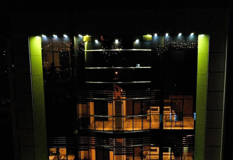 Hotel Pairumani, Cochabamba, Mặt tiền khách sạn - Ban đêm