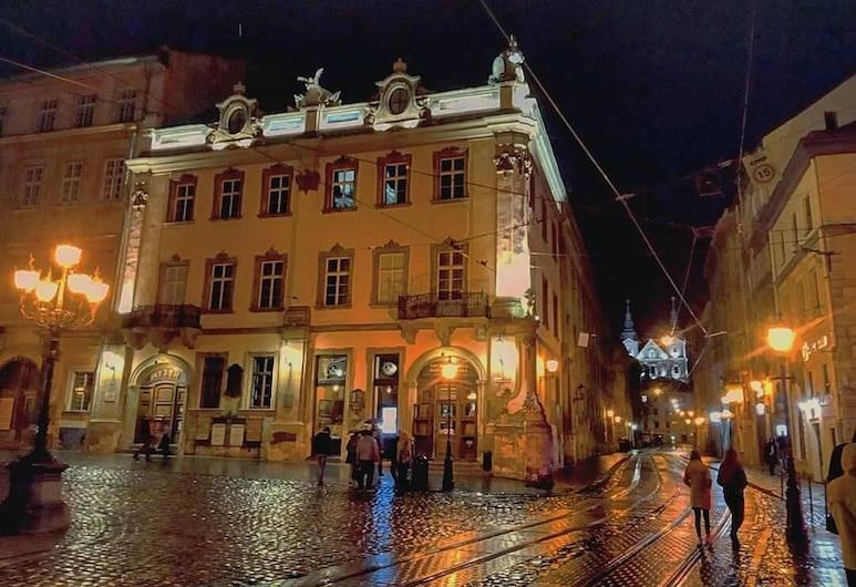 Hostel Emotions, Lviv, Pohľad na hotel – večer/v noci