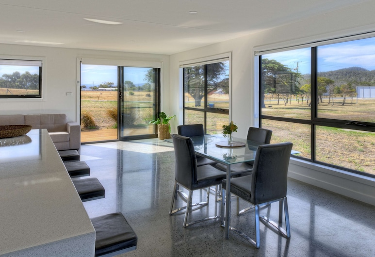 The Pines 2, كولز باي, منزل مريح, تناول الطعام داخل الغرفة