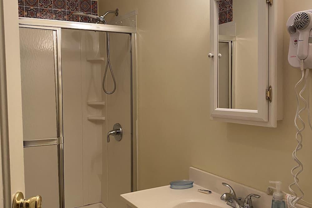 Comfort Room, Multiple Beds (Shared Bathroom) - Bathroom