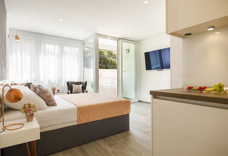 Rose Gold Rooms & Studio With Balcony, Split, Studio, Balkon, Zimmer