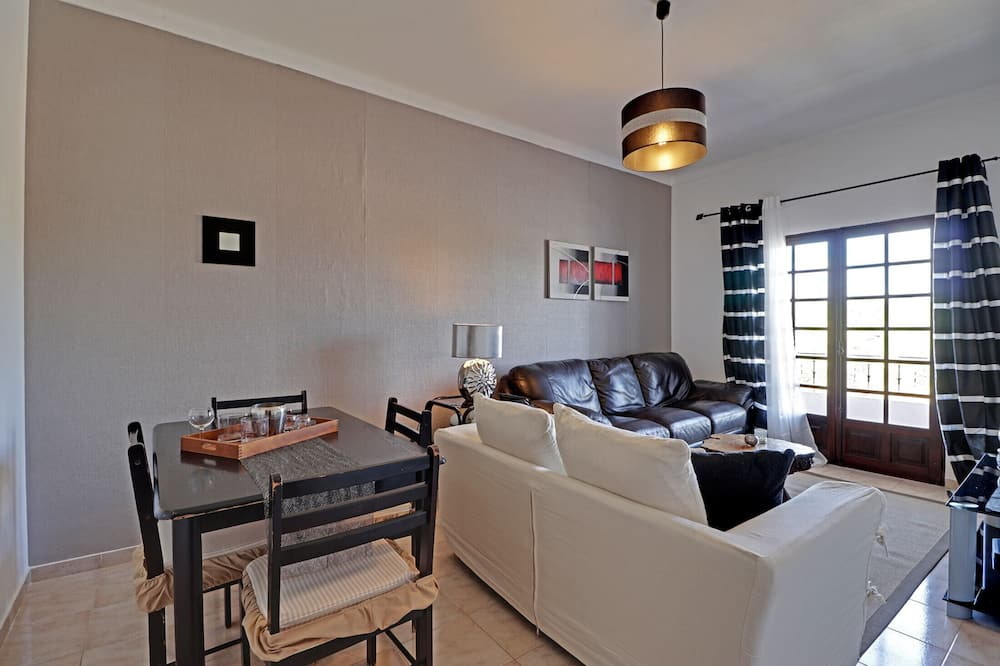 Apartment, 2 Bedrooms, Non Smoking, Mountain View - Living Room