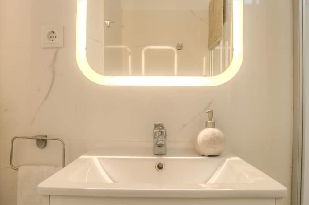 Double Room, Shared Bathroom (Electrico 28) - Bathroom