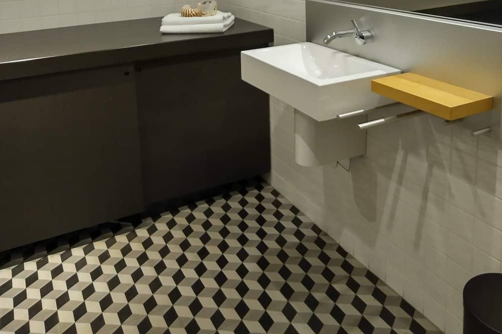 Апартаменти категорії «Комфорт», приватна ванна, внутрішній дворик - Ванна кімната